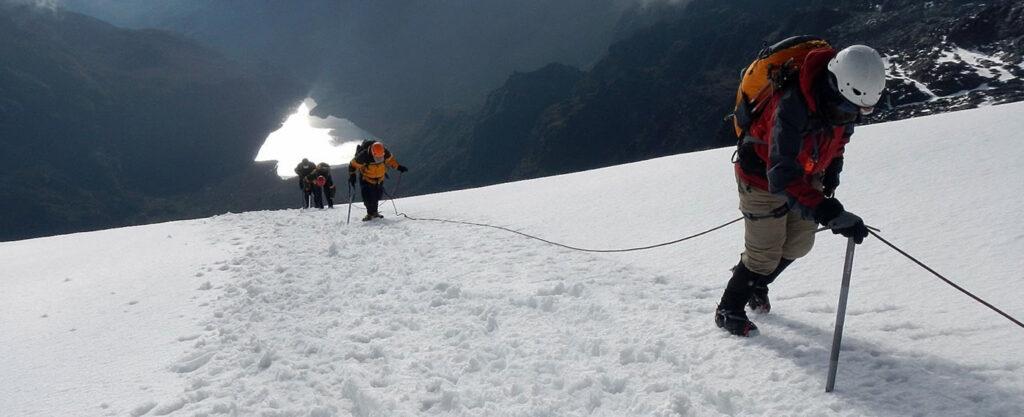 V nejvyšších polohách pohoří Ruwenzori je nutné jištění lany