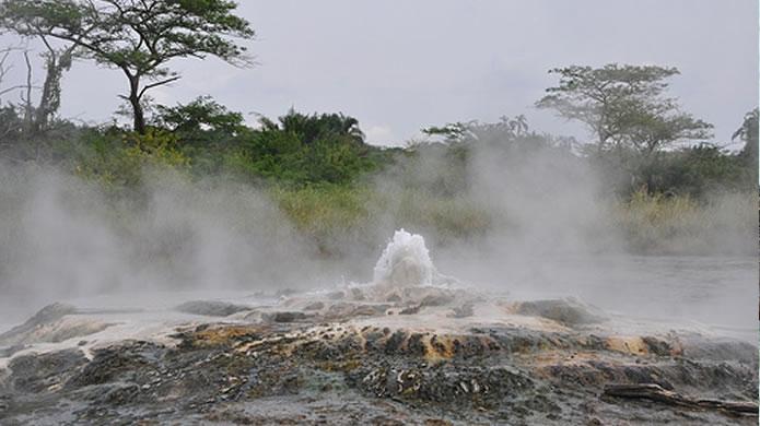 Přírodní prameny v národním parku Semliki