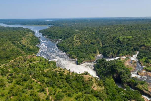 Řeka Victoria Nile rozdělující národní park Murchison Falls