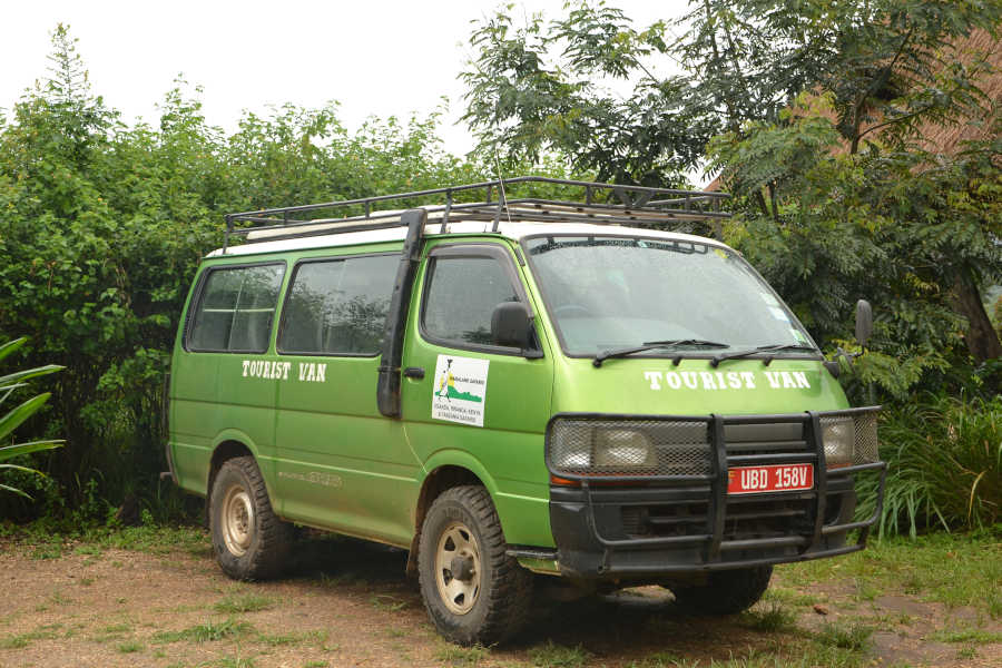 Levnější alternativou pro safari výlet je turistický minivan